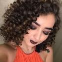 Афрокудри и яркий вечерний макияж